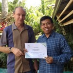 Dr Glenn Bellis from AQIS, Darwin and Dr April Wardhana from the Indonesian Research Centre for Vet Science after his training in NT