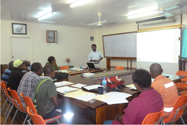 Dr Murom Banabas making a presentation on developing communication plans with PNGOPRA staff